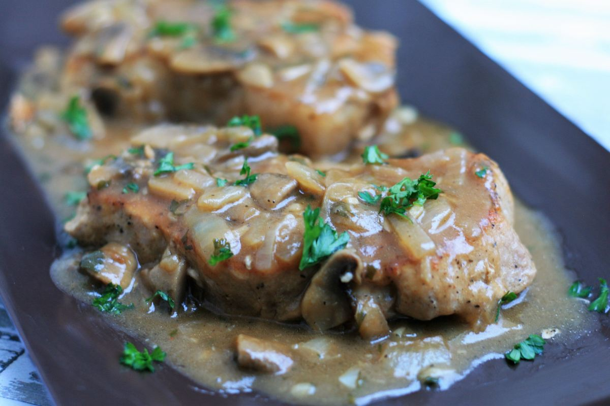 Southern Smothered Pork Chops in Brown Gravy
